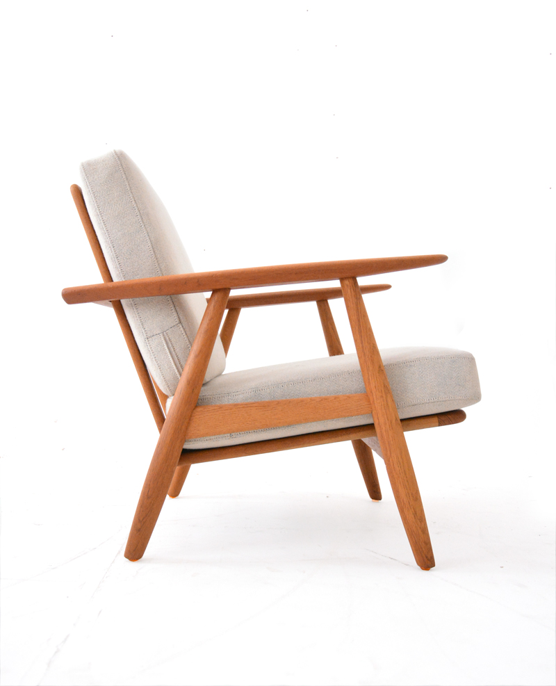 Elegant Cigar Armchair Designed By Hans Wegner For Getama With Oak And Teak  Frame With Stuhl