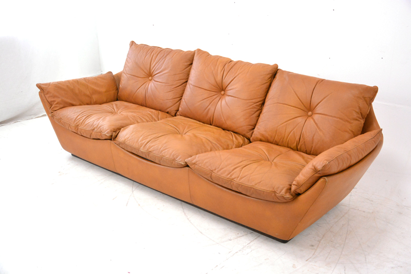 vintage danish tan leather sofa danish homestore. Black Bedroom Furniture Sets. Home Design Ideas