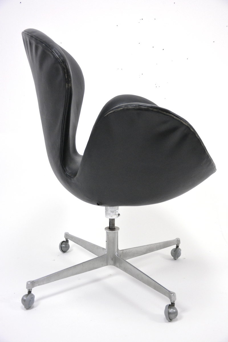 Arne Jacobsen Leather Swan Chair Danish Homestore