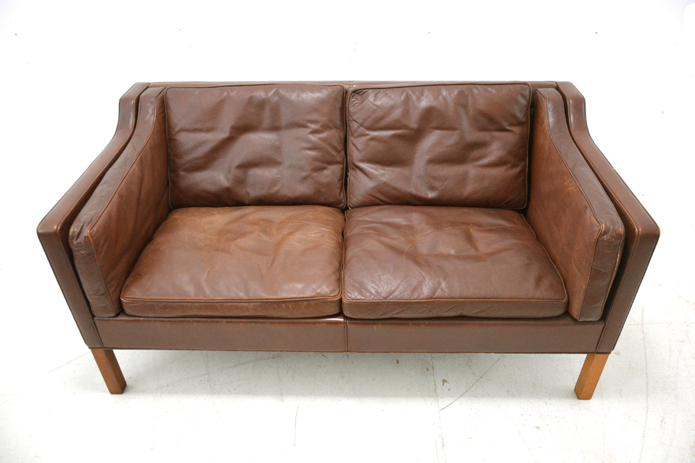 Iconic Minimalist 2 Seater Sofa In Vintage Leather Model 2212 Fredericia Furniture